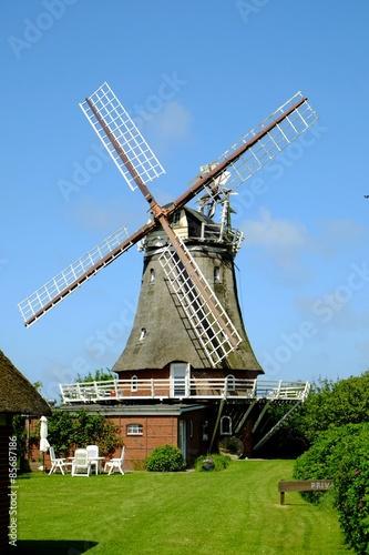 Tuinposter Molens Windmühle als Wohnhaus