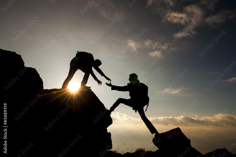 Fototapeta dağcı yardım eli&dağcılık faaliyetleri