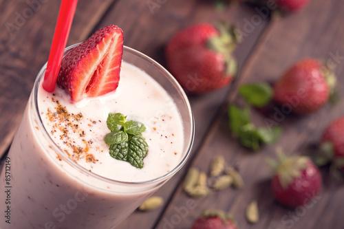 Papiers peints Lait, Milk-shake Strawberry lassi above view