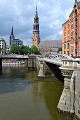 Hamburg, widok z mostu na kościół św. Michała