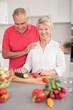 älteres ehepaar kocht gesund