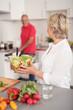 senioren-ehepaar kocht gemeinsam