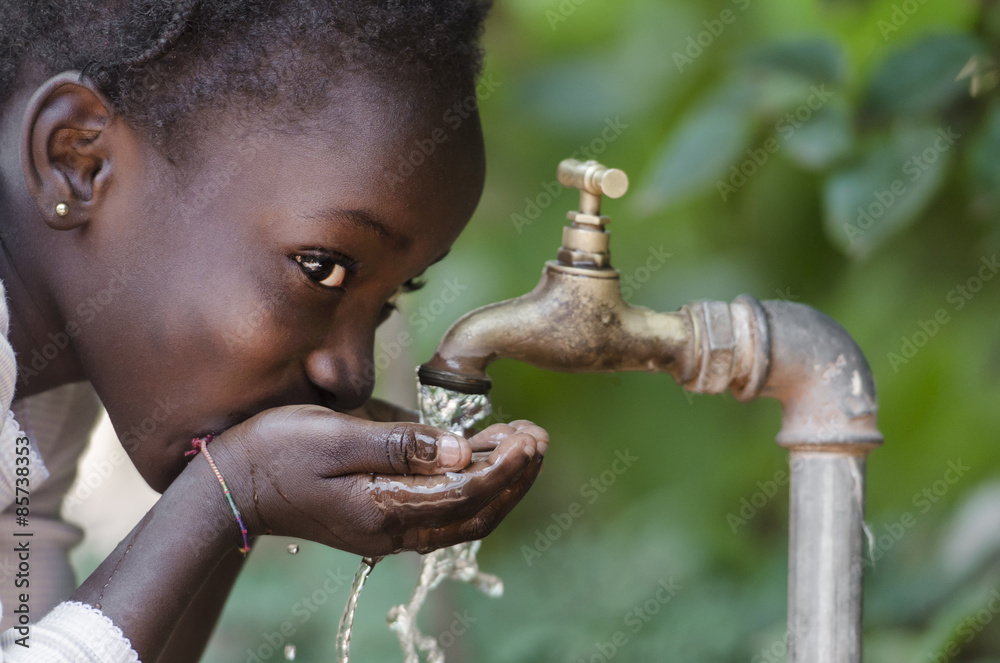 Fototapety, obrazy: Social Issues: African Black Child Drinking Fresh Water From Tap