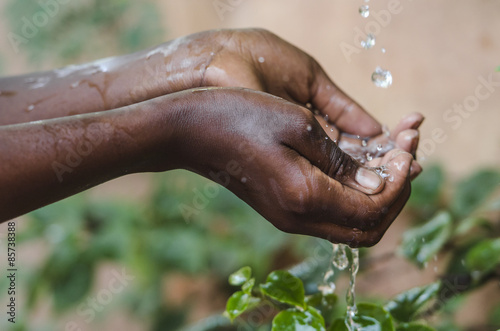 Poster Afrika Climate Change Symbol: Handful Of Water Scarcity for Africa Symbol