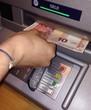 Geld aus dem Automaten