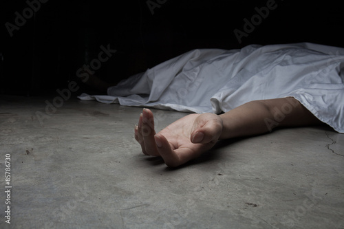 Photo  The dead woman's body. Focus on hand