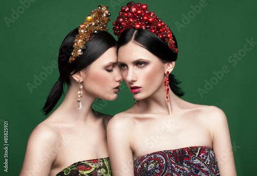 Photo  Fashion twins