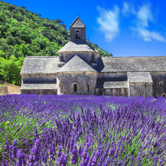 Obraz na Szkle Prowansalski Abbey de Senanque with blooming lavander field,Provence, France