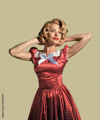 Fotografía  Beautiful young retro pinup woman