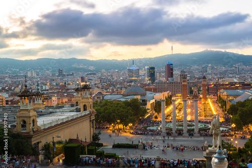 Montage in der Fensternische Kiew View of the center Barcelona