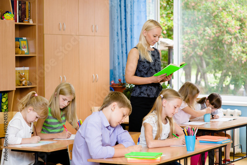 Vászonkép students in the class write assignments that reads them a young