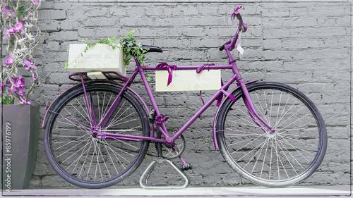 Fotobehang Fiets vintage bicycle against old brick wall
