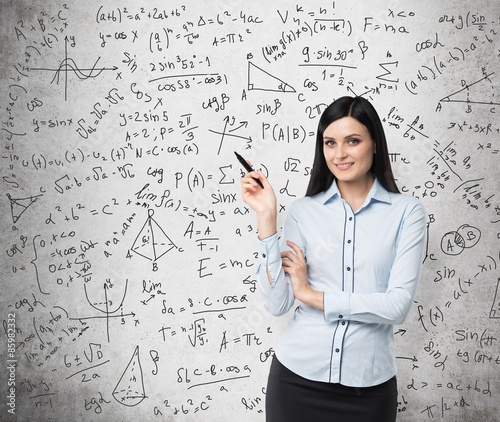 Canvas Print Portrait of smiling woman who points out complicated math calculations