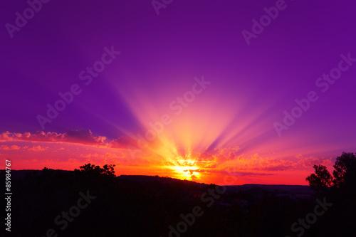 Tramonto rosso viola