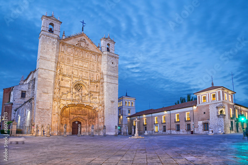 Edifice religieux San Pablo Church in the evening, Valladolid