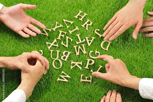 Fotografía  アルファベットと人間の手