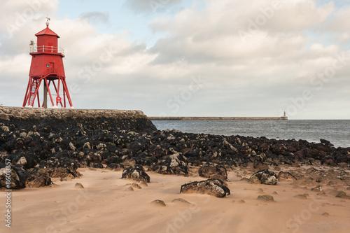 Montage in der Fensternische Leuchtturm Herd Groyne lighthouse in South Shields