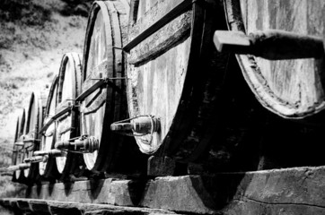 Panel Szklany Do winiarni Whisky or wine barrels in black and white