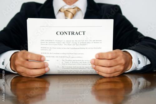 Fotografía  契約書へサイン Singing a contract