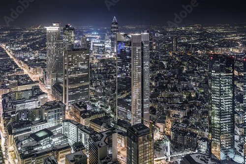 srodmiescie-frankfurt-nad-menem-w-nocy-z