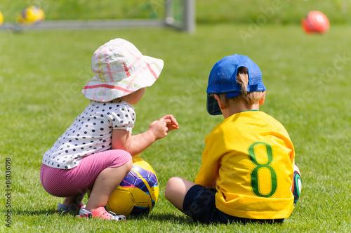 Fotografie, Obraz  Kinder auf dem Fußballplatz