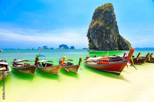 Poster de jardin Jaune de seuffre Longboats on Railay beach
