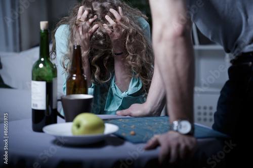 Poster de jardin Bar Drunk aggressive husband