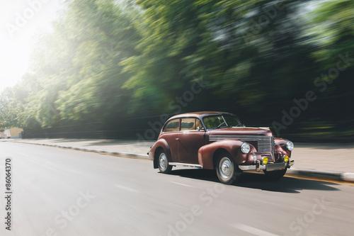 Платно  Retro car speed ride on road