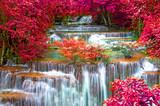 Wodospad w głębokiej dżungli lasów tropikalnych (Huay Mae Kamin Waterfall i - 86112721