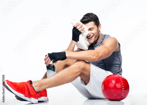 Foto  Fitness man resting on the floor