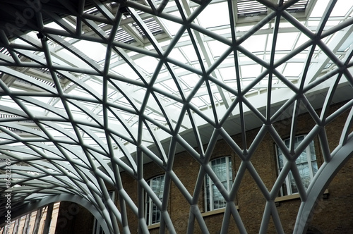 Photo Modern ceiling of King's Cross Train Station