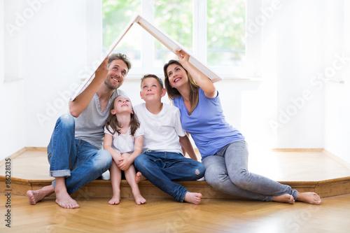 Photographie  Familie träumt vom eigenen Haus