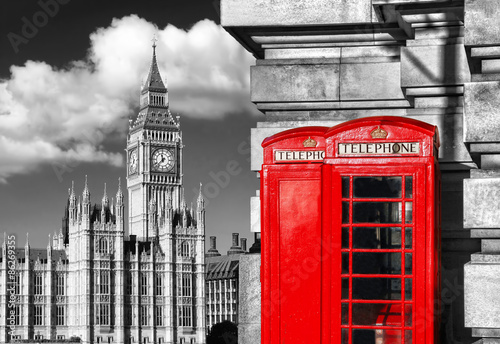 Foto op Canvas Londen rode bus English red telephone booths with Big Ben in London, UK