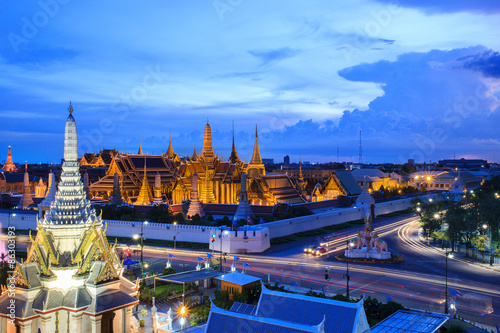 Tuinposter Bangkok The beauty of the Emerald Buddha Temple at twilight. And while the gold of the temple catching the light. This is an important buddhist temple of thailand and a famous tourist destination.