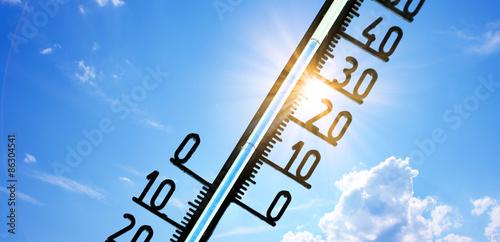 Foto Sommerhitze 35 Grad auf dem Thermometer