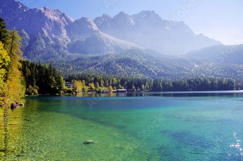 Photo  Beautiful mountain lake Eibsee in german Alps