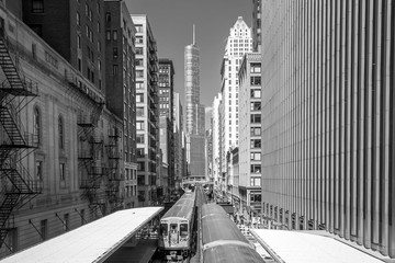 Fototapeta Wieżowce Train in downtown Chicago IL