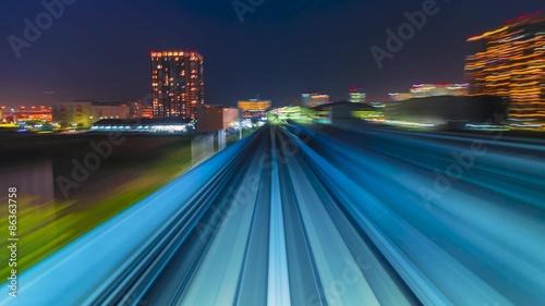 Fotografía  POV timelapse through Tokyo via the automated guideway transit