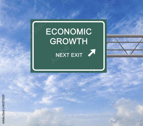 Fotografía  Road sign to economic growth