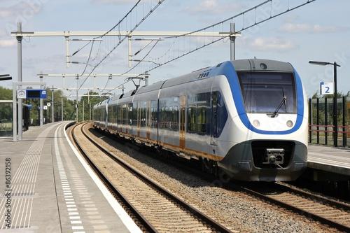 Fotografía  Bahnhof mit Regionalbahn