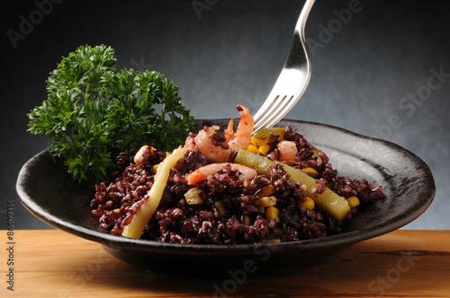 Fotografie, Obraz  Insalata di riso venere with zucchini , gamberetti y mais