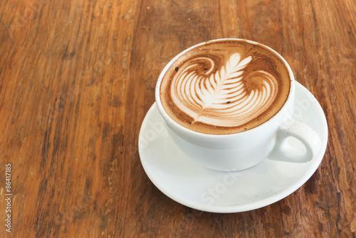 Fotografie, Obraz  Hot cafe latte s uměním na vrcholu na dřevěném stole