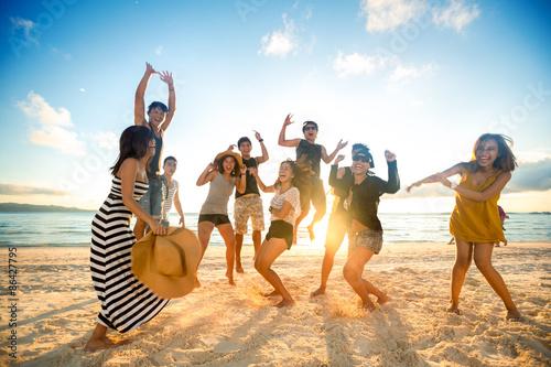 Fotografía  La gente feliz en la playa