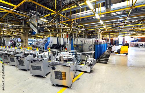 Fotografía Maschinen in einer Fabrik - Interieur in der Industrie - Versandzentrum einer Gr