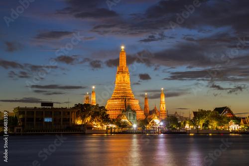 In de dag Bangkok Wat Arun Buddhist religious places in twilight time, Bangkok, Thailand