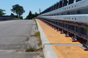 Most z barierkami