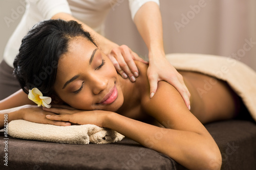 Therapist doing massage Fotobehang