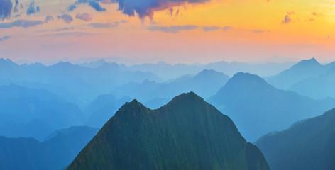 Panel Szklany Podświetlane Wschód / zachód słońca Evening mountains