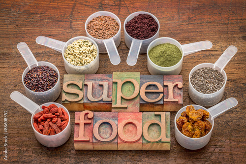 Fotografie, Obraz  Superfoods v sccop a knihtisk typografie