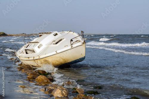 Photo Stands Shipwreck épave d'un voilier échoué sur la plage
